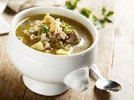 Рецепта Вкусна супа (чорба) с пилешки сърца, картофи и ечемик